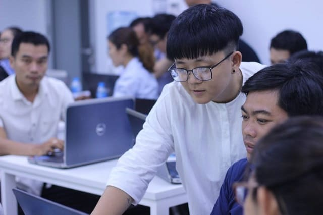 học viên thảo luận về kiến thức SEO
