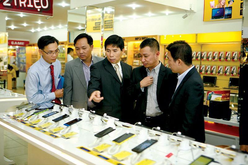 Nguyễn Đức Tài Khởi nghiệp bằng cửa hàng bán điện thoại
